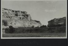 Photograph of cliffs near Canyon de Chelly