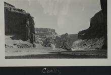 Photograph of cliffs near Canyon de Chelly