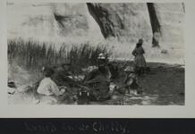 People eating lunch by a river in Canyon de Chelly