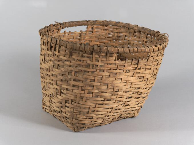 Plain plaited basket (71.453)