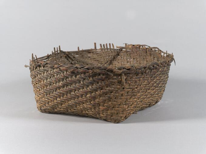 Plain plaited basket (71.521)