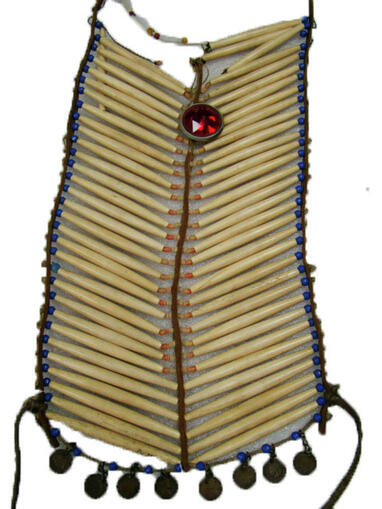 Hairpipe breastplate with a red bike reflector (84.172)